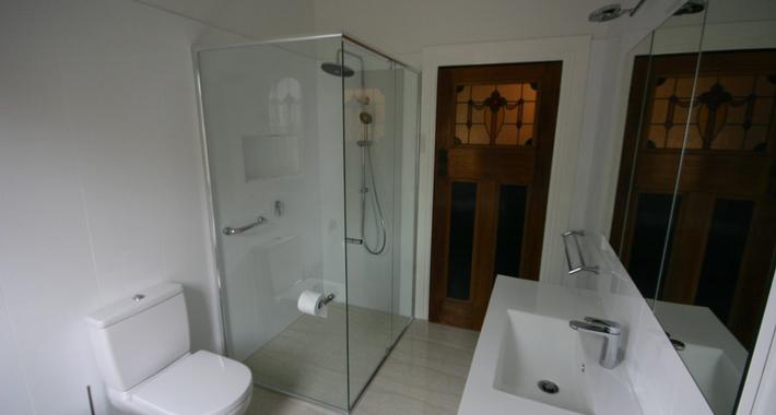 Q Bathrooms Logo