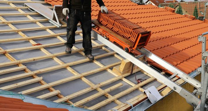 Nguri Roofing Logo