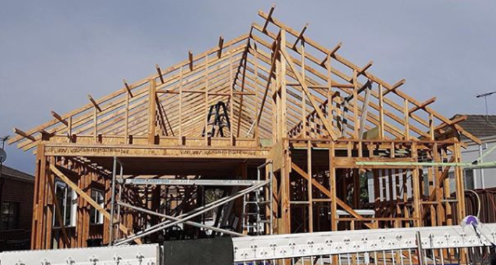 DCR Carpentry & Construction Logo