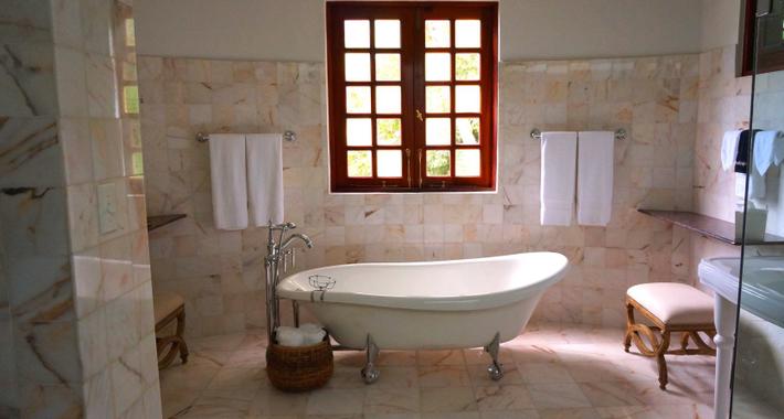 Bathroom Renovation 4U Logo