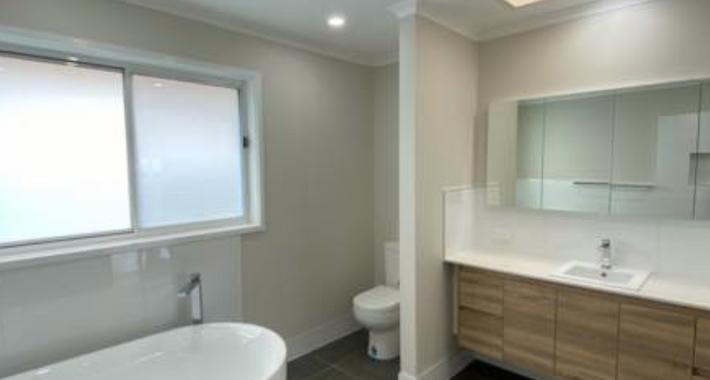 Custom Plumbing & Bathrooms Logo