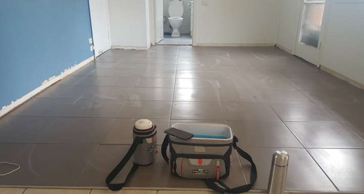 Wondertiles - Tiling and Concreting Logo