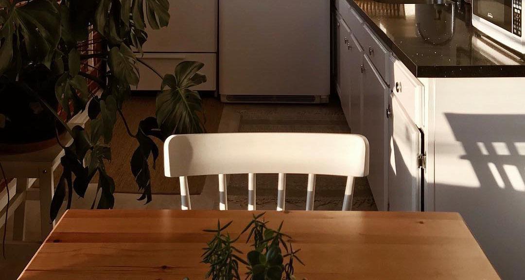 kitchen breakfast area.jpg