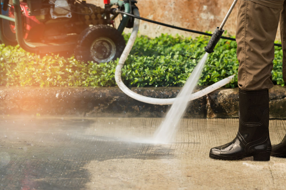 pressure cleaning with equipment