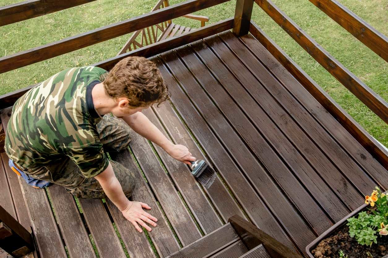 sealing a wooden deck by man