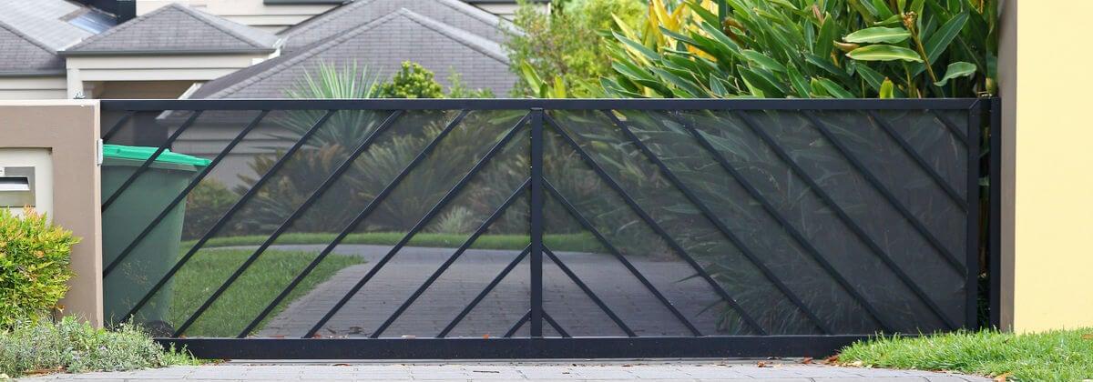 steel-gate-plain-design