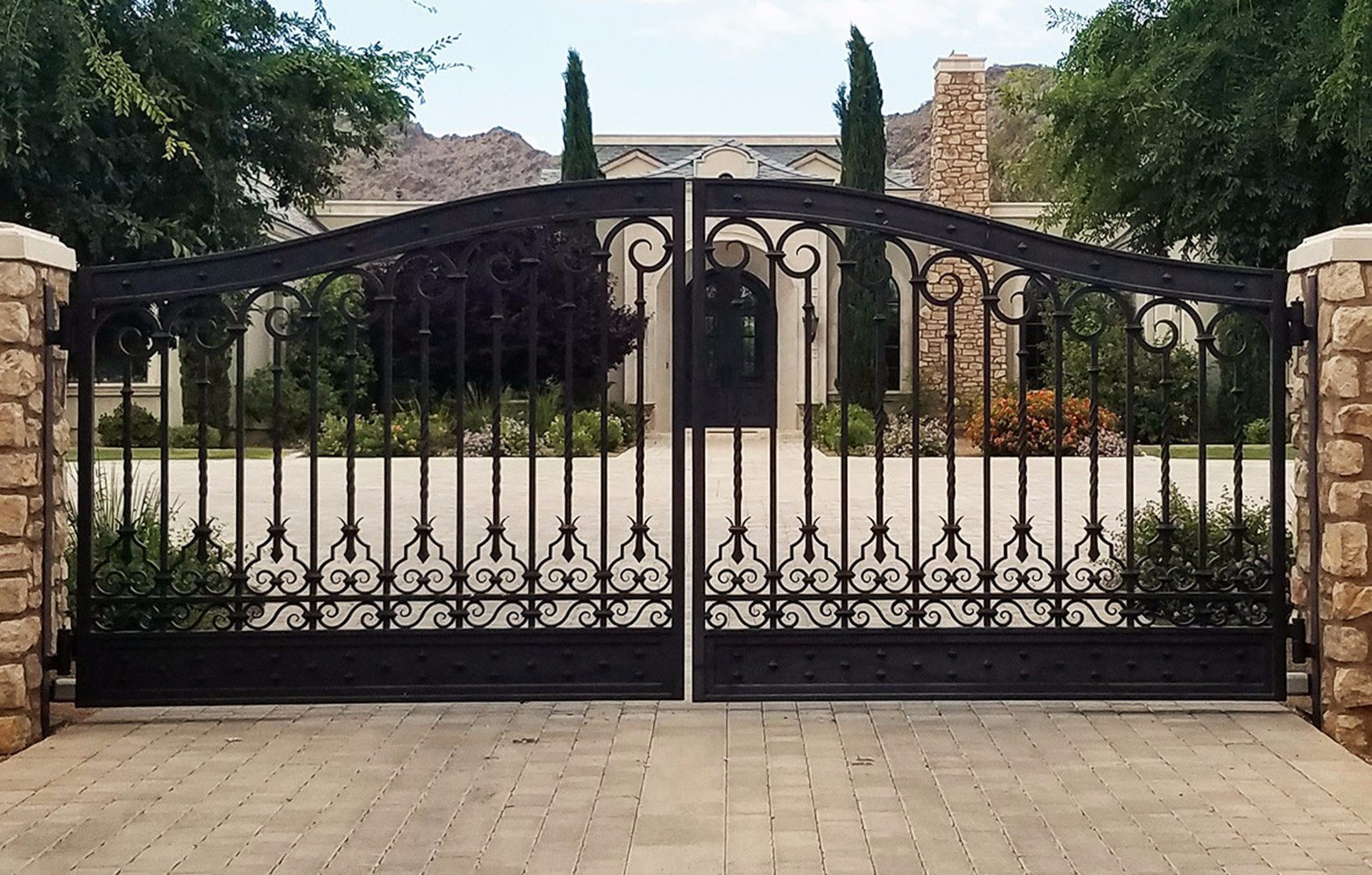 Wrought-iron-gate-with-desgin