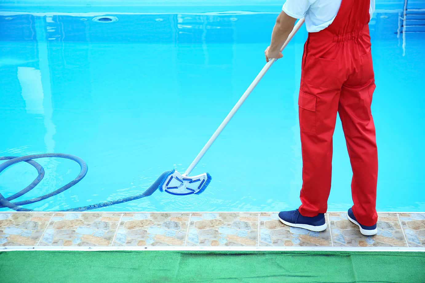 Pool cleaner at work