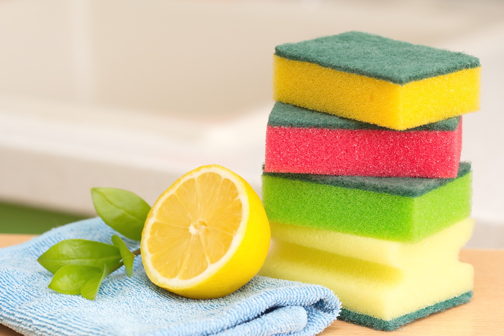 Lemon cleaning with scrubs