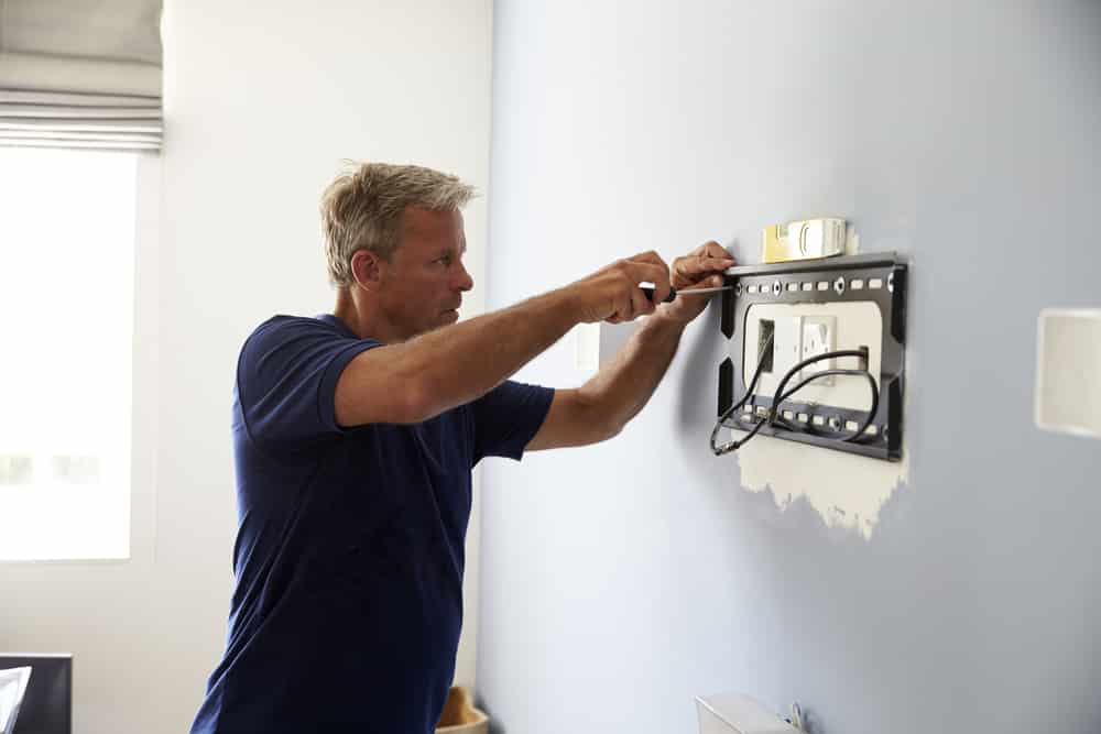 electrician mounting tv