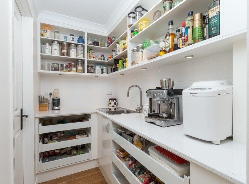walk-in-pantry