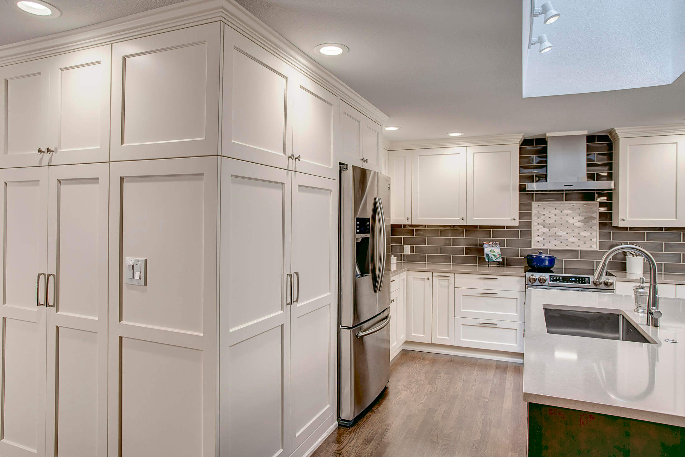 floor-to-ceiling-cabinets